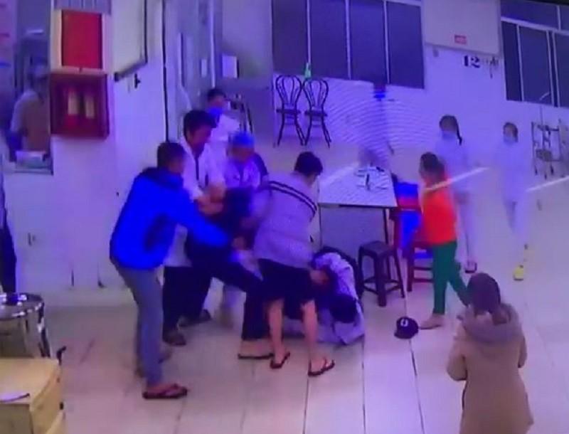 Bảo vệ và điều dưỡng ở BVĐK Lâm Đồng bị hành hung - ảnh 1