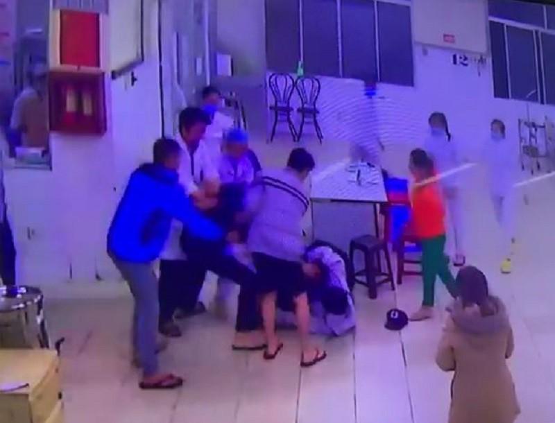 Khởi tố hai cha con đánh người tại Bệnh viện Đa khoa Lâm Đồng - ảnh 1