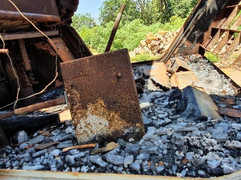 Công an Đắk Lắk chỉ đạo làm rõ vụ xe múc gần 600 triệu bị đốt - ảnh 2