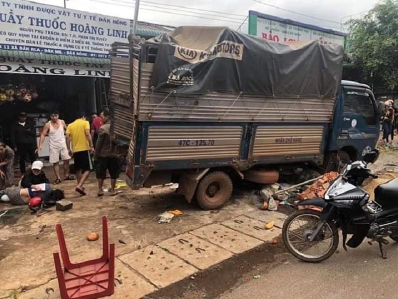 Tai nạn liên hoàn ở Đắk Nông: 3 người chết, 7 bị thương - ảnh 1