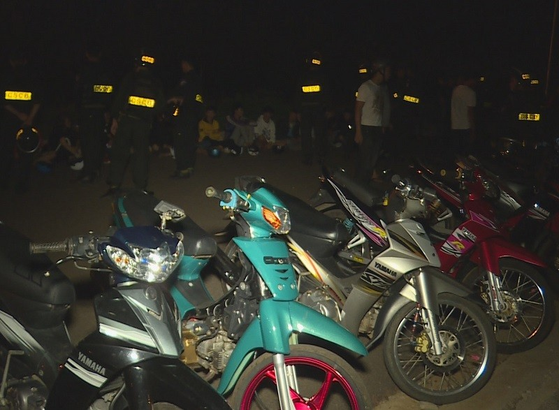 Cảnh sát ngăn chặn hàng chục người đua xe trái phép - ảnh 1