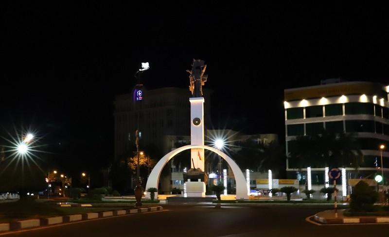 Trắng đêm trực chốt cách ly ở Đắk Lắk - ảnh 1