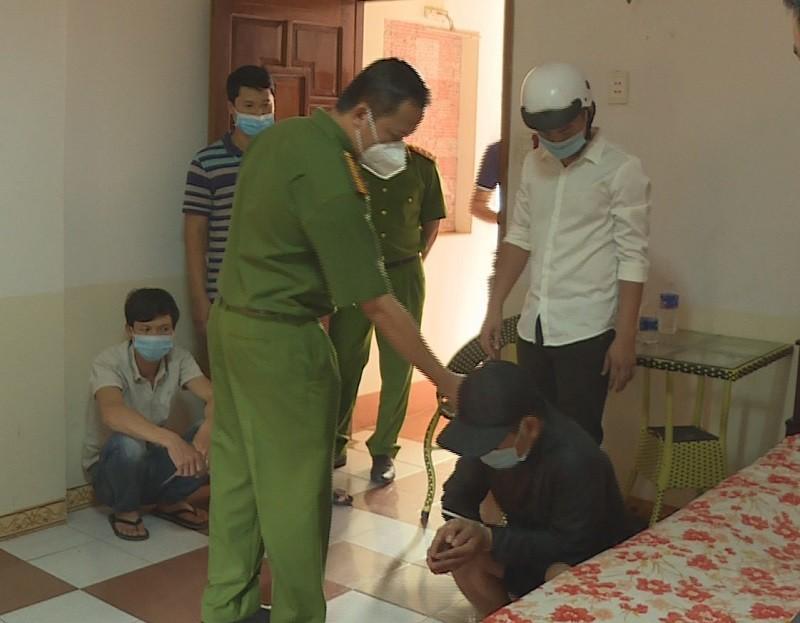 19 người thuê nhà nghỉ chơi xóc dĩa giữa dịch COVID-19 - ảnh 2