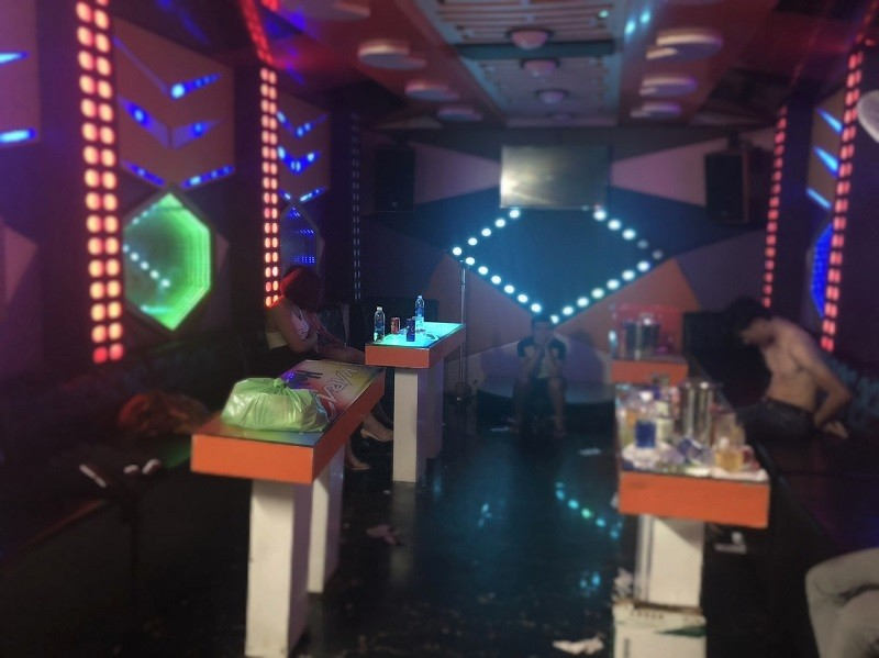 13 người phê ma túy trong quán karaoke - ảnh 1