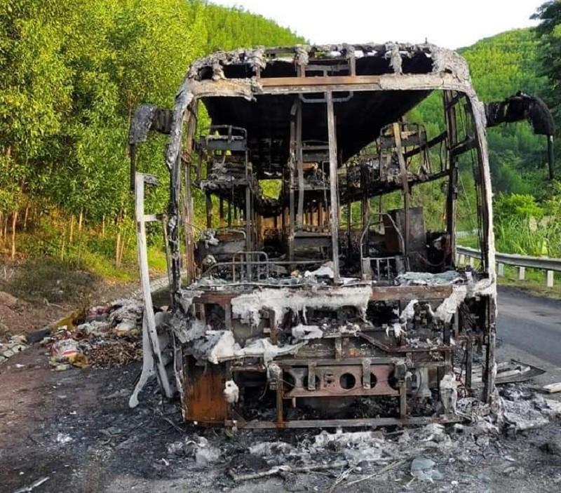 Xe chở 40 người cháy trơ khung lúc rạng sáng - ảnh 2