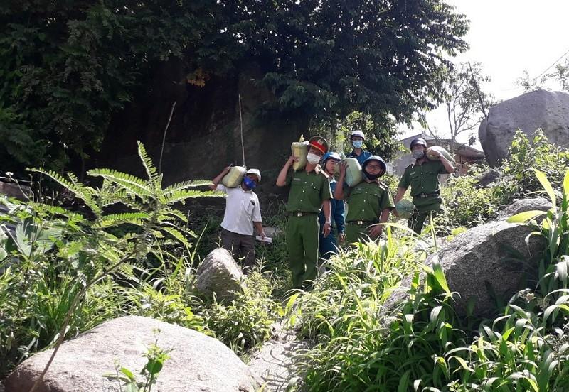 Đắk Nông: Trao hàng trăm suất quà cho học sinh nghèo  - ảnh 3