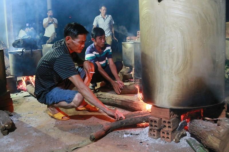 Người dân Đắk Lắk gói bánh tét gửi tặng đồng bào miền Trung  - ảnh 2
