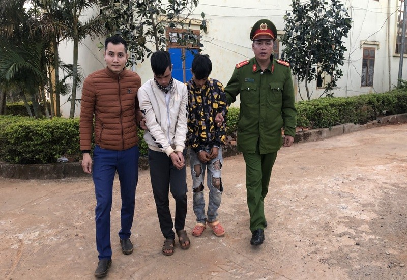 Chở pháo nổ đi bán, 2 người bị bắt giữ - ảnh 2