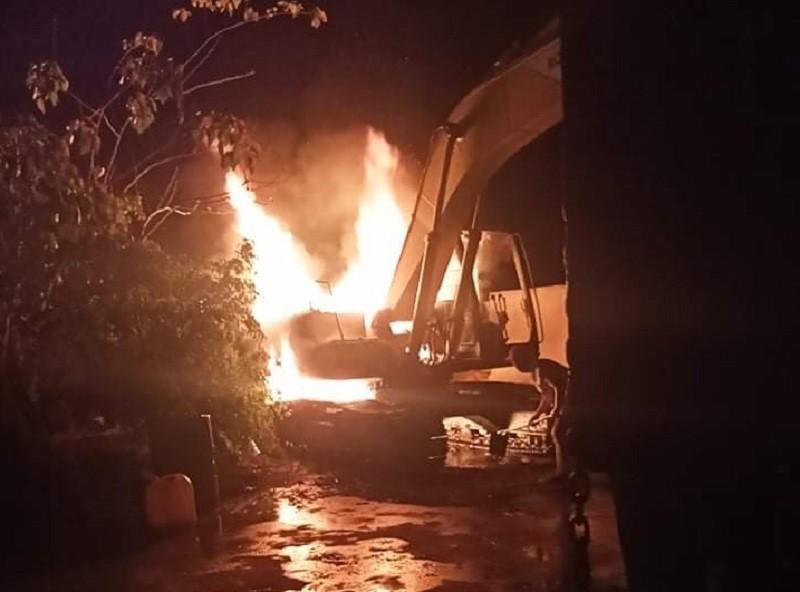 Điều tra xe múc gần 800 triệu nghi bị đốt sáng 29 Tết - ảnh 2