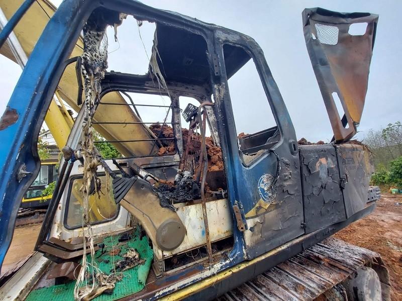 Điều tra xe múc gần 800 triệu nghi bị đốt sáng 29 Tết - ảnh 1