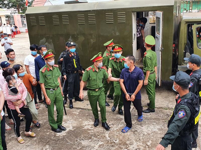 Bắt đầu xét xử 'trùm' xăng giả Trịnh Sướng cùng 38 đồng phạm - ảnh 6