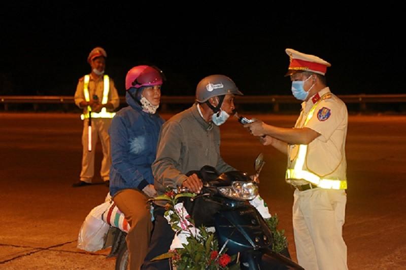 Đắk Nông: CSGT xử phạt 300 'thần men' hơn 800 triệu đồng - ảnh 1