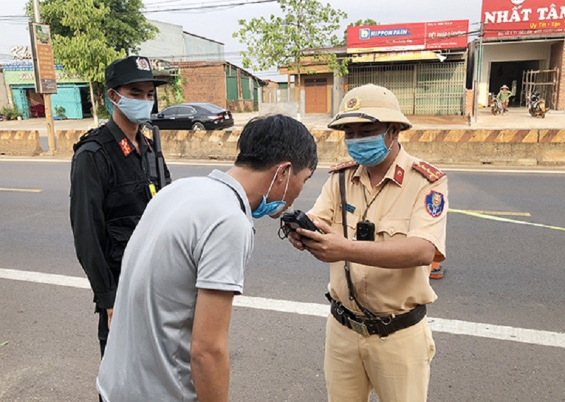 Đắk Nông: CSGT xử phạt 300 'thần men' hơn 800 triệu đồng - ảnh 2