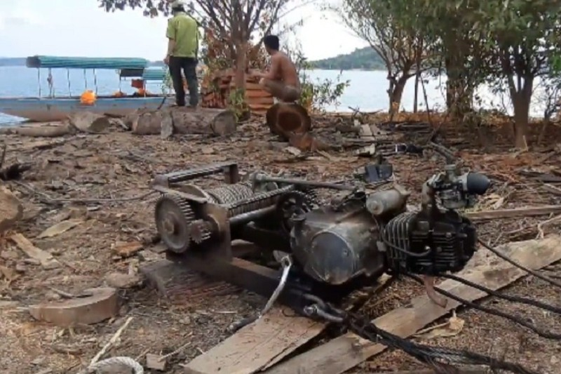 Kiểm lâm thông tin các 'bãi gỗ vô chủ' ở hồ Sê San - ảnh 4