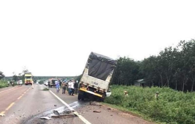 3 người trên ô tô tử vong sau va chạm xe tải - ảnh 1