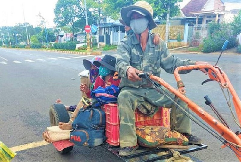 'Độ' máy xới thành xe cày, anh K'panh chở gia đình từ Lâm Đồng về Phú Yên - ảnh 1
