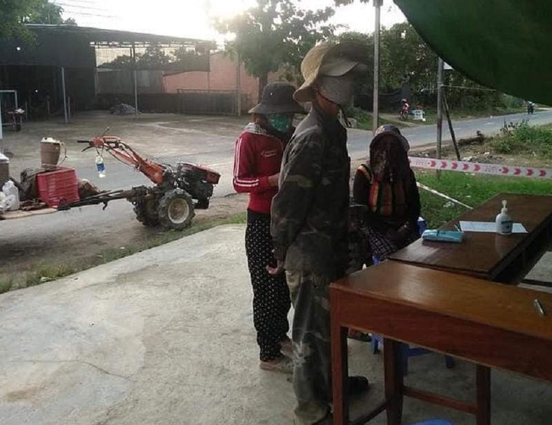 'Độ' máy xới thành xe cày, anh K'panh chở gia đình từ Lâm Đồng về Phú Yên - ảnh 3