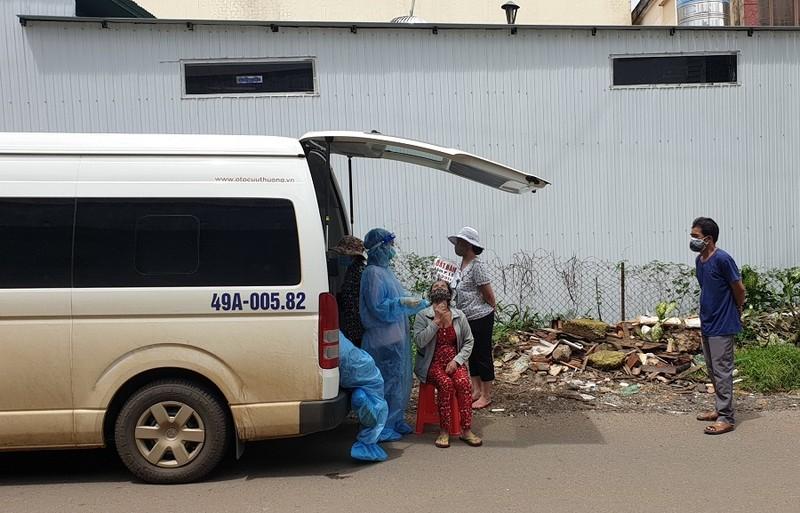Lơ là chống dịch, 2 lãnh đạo phường ở TP Bảo Lộc bị tạm đình chỉ công tác - ảnh 1