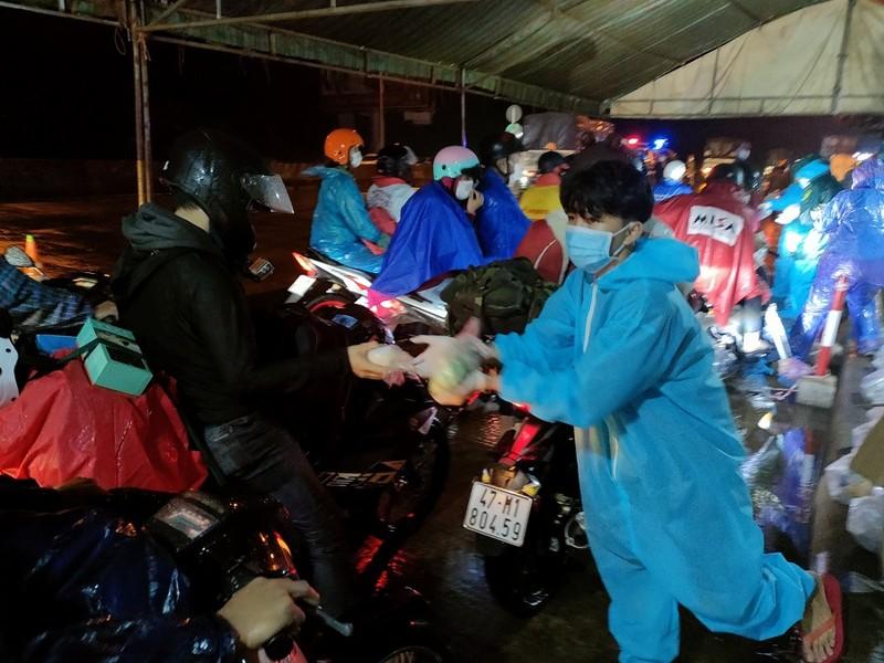 Gần 10.000 người rời các tỉnh phía Nam về Tây Nguyên  - ảnh 2