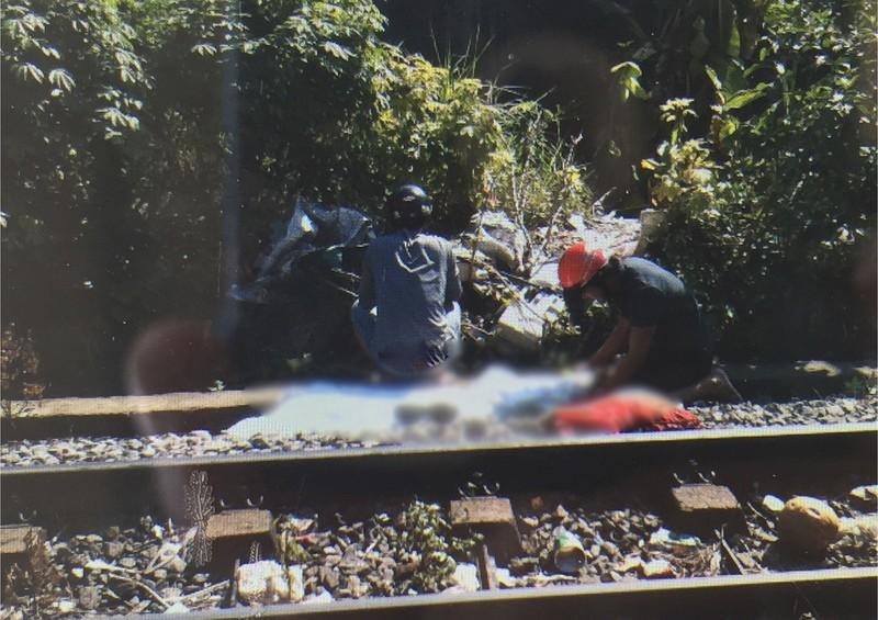 Cô gái trẻ nghi lao vào đoàn tàu tự tử - ảnh 1