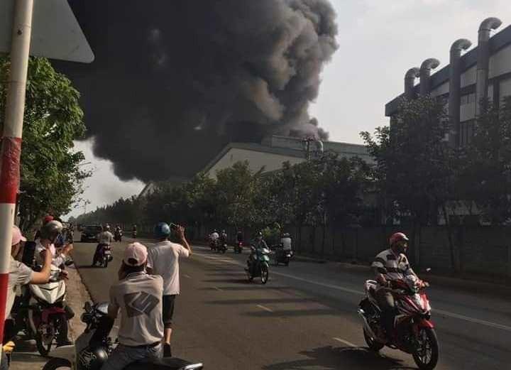 Hai vụ cháy liên tiếp tại Bình Dương, xe cứu hỏa gặp nạn - ảnh 1