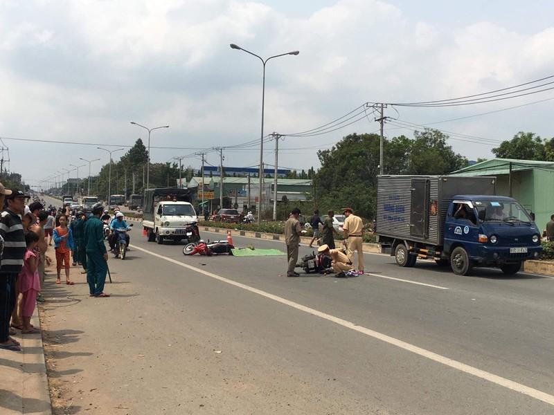 Bình Dương: Tai nạn liên hoàn 4 người thương vong - ảnh 1