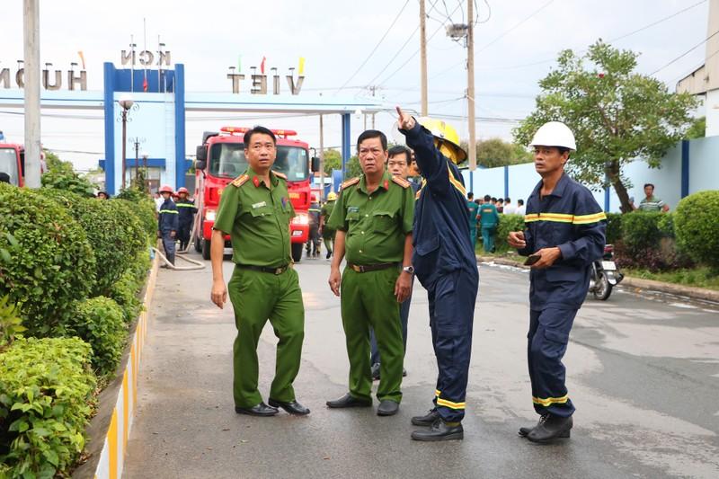 TP.HCM chi viện cho Bình Dương để dập đám cháy lớn - ảnh 2