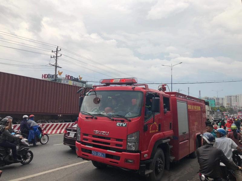 TP.HCM chi viện cho Bình Dương để dập đám cháy lớn - ảnh 3