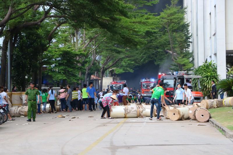 TP.HCM chi viện cho Bình Dương để dập đám cháy lớn - ảnh 5