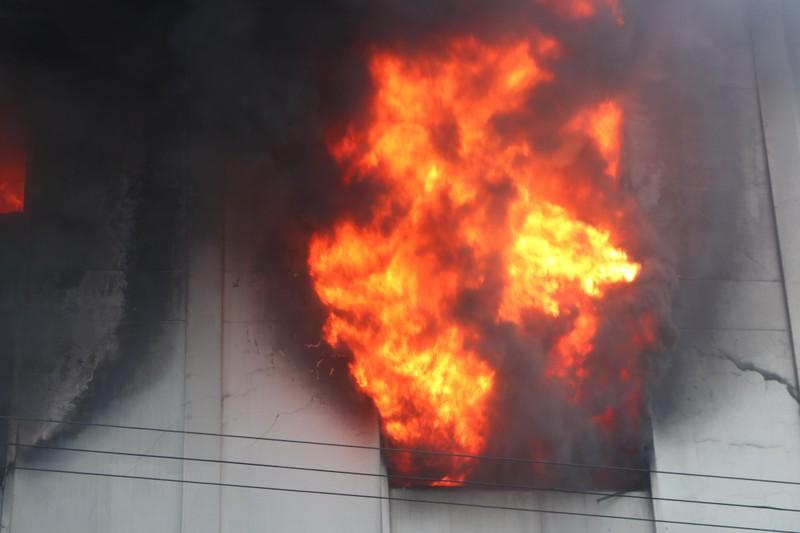 TP.HCM chi viện cho Bình Dương để dập đám cháy lớn - ảnh 13