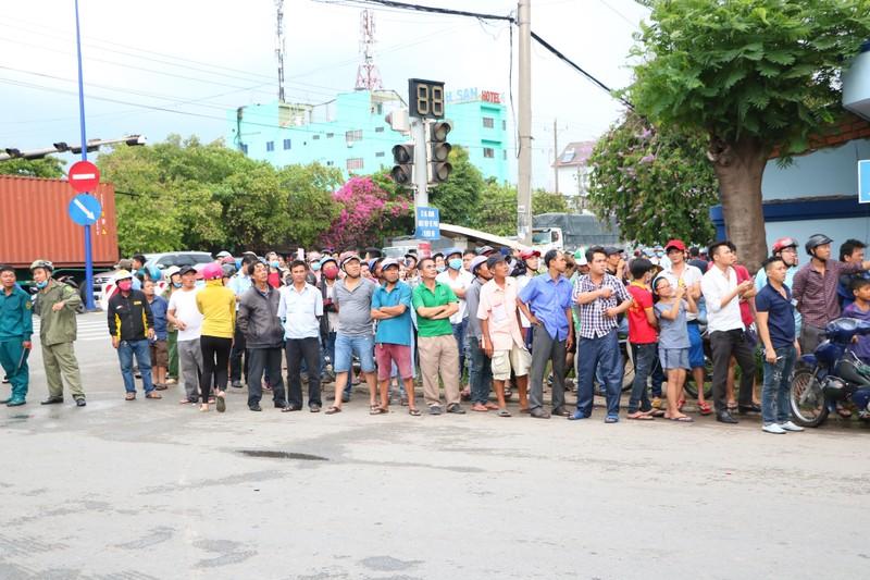 TP.HCM chi viện cho Bình Dương để dập đám cháy lớn - ảnh 15