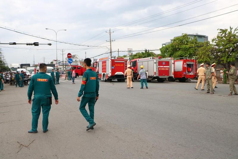 TP.HCM chi viện cho Bình Dương để dập đám cháy lớn - ảnh 18