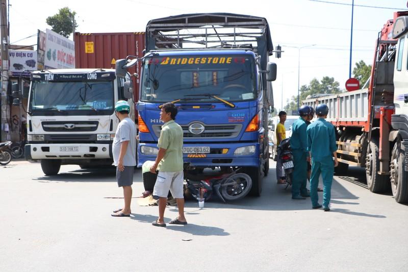 Hàng chục cảnh sát giao thông chốt 24/24 tại Bình Dương - ảnh 4
