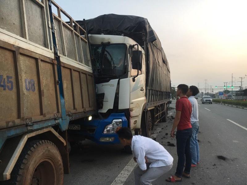 Dừng lại vá vỏ, tài xế xe tải ở Bình Dương bị tông chết thảm - ảnh 1