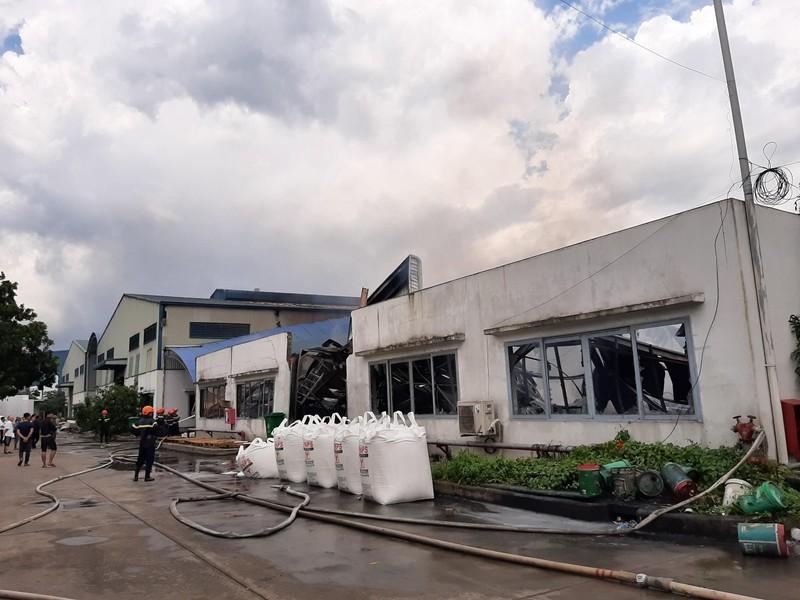 Cháy dữ dội công ty sản xuất nệm mút tại Bình Dương - ảnh 2