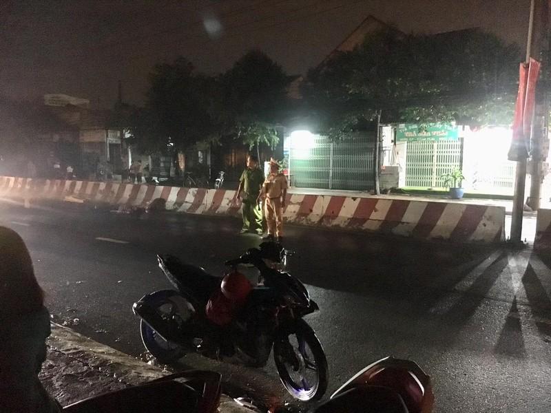 Đi bộ sang đường lúc trời mưa to bị xe máy tông thiệt mạng - ảnh 1