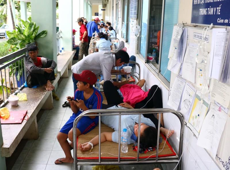 Hàng loạt công nhân đi cấp cứu vì hít phải thuốc diệt mọt - ảnh 4