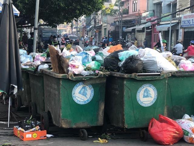 Dân phản đối trạm ép rác ngay trung tâm thị xã - ảnh 1
