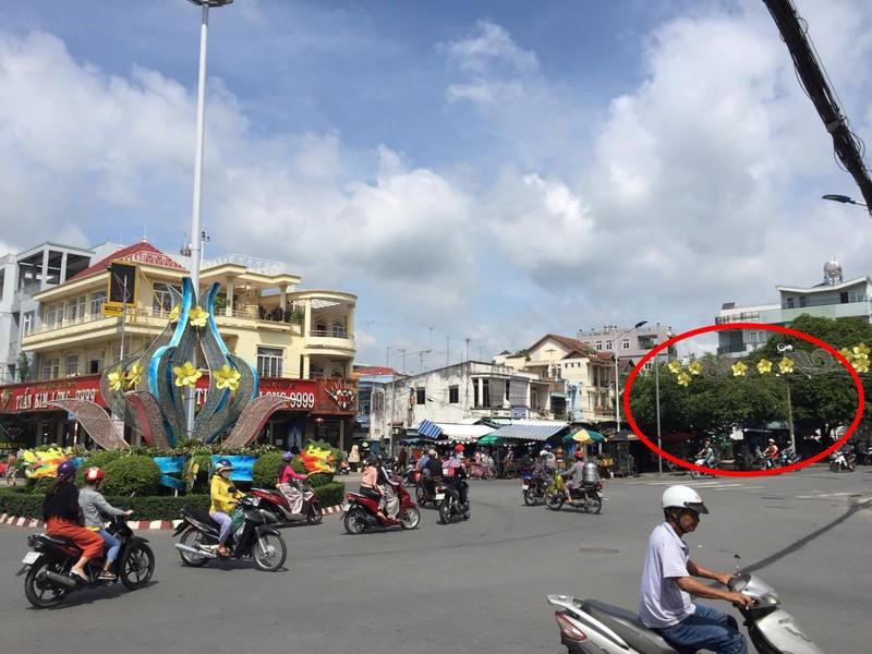 Dân phản đối trạm ép rác ngay trung tâm thị xã - ảnh 2