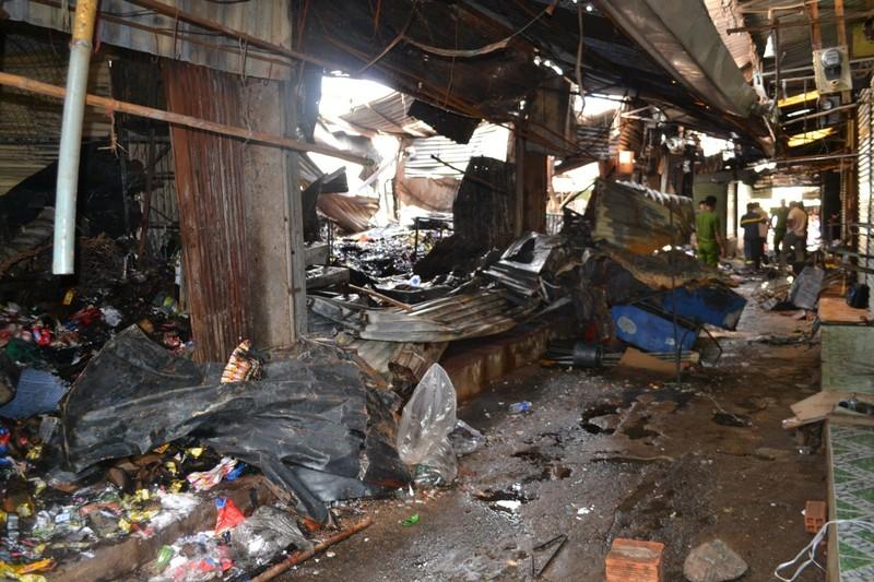 Cháy chợ Bình Long nghi do đốt vàng mã - ảnh 6