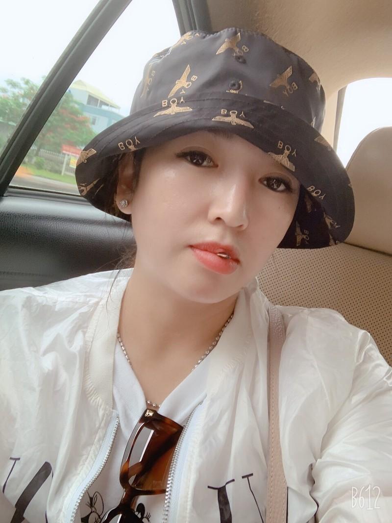 Hot girl Bình Dương lừa đảo hơn 160 tỉ ra trình diện - ảnh 1