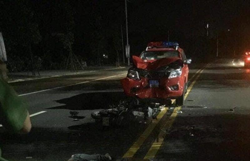 2 thanh niên nguy kịch khi tông xe PCCC ở Bình Dương - ảnh 1