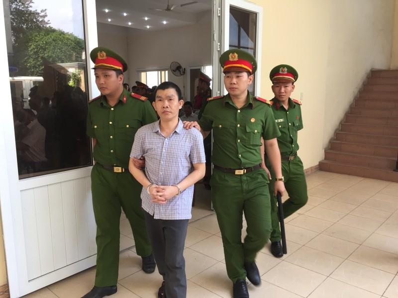 Hoãn xử vụ cựu bí thư thị xã Bến Cát Nguyễn Hồng Khanh - ảnh 8