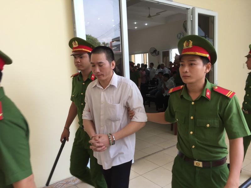 Hoãn xử vụ cựu bí thư thị xã Bến Cát Nguyễn Hồng Khanh - ảnh 3