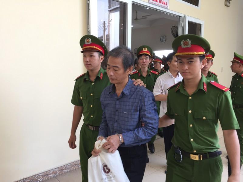 Hoãn xử vụ cựu bí thư thị xã Bến Cát Nguyễn Hồng Khanh - ảnh 4