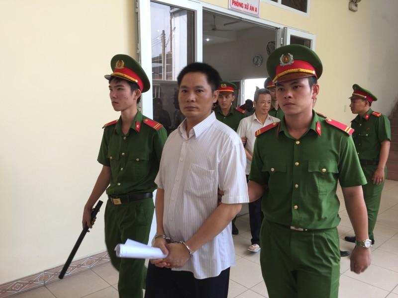 Hoãn xử vụ cựu bí thư thị xã Bến Cát Nguyễn Hồng Khanh - ảnh 5