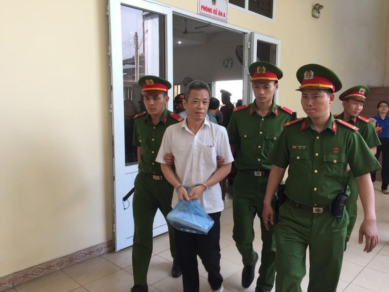 Hoãn xử vụ cựu bí thư thị xã Bến Cát Nguyễn Hồng Khanh - ảnh 6