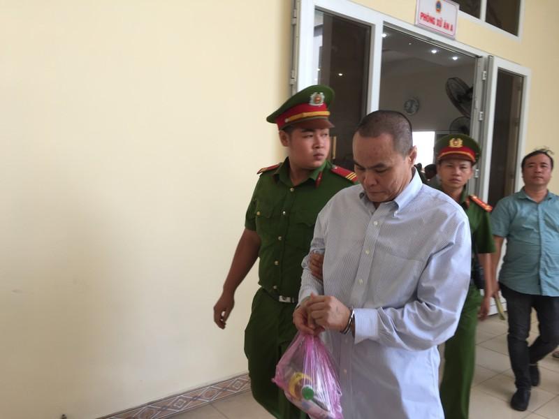 Hoãn xử vụ cựu bí thư thị xã Bến Cát Nguyễn Hồng Khanh - ảnh 7