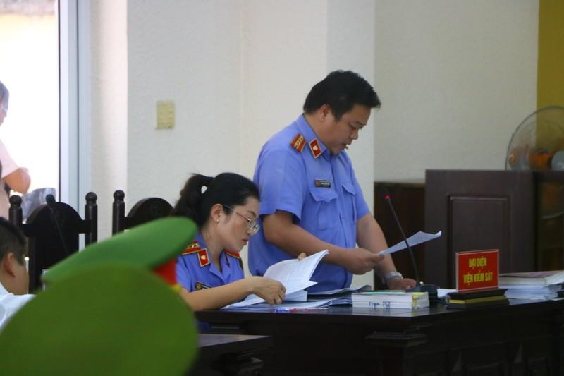 Hoãn xử vụ cựu bí thư thị xã Bến Cát Nguyễn Hồng Khanh - ảnh 1