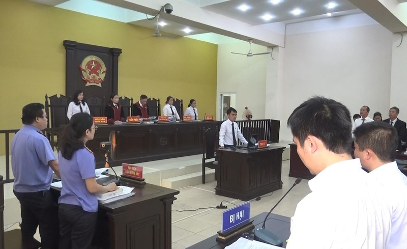 Hoãn xử vụ cựu bí thư thị xã Bến Cát Nguyễn Hồng Khanh - ảnh 2